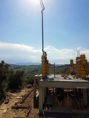 Filling Column Form at a new house being built in Le Marche