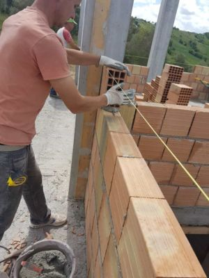 Laying a Poroton Wall Block at a new house being built in Le Marche