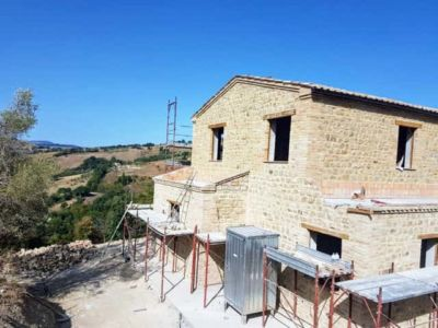 Stone Sides for Master Bathroom Roof of a new Le Marche stone house