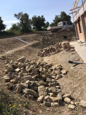 Stone in Front for a new stone house in Le Marche