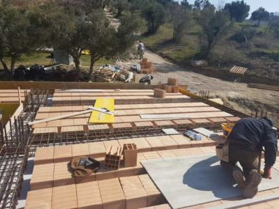 Anchoring Poroton at a new house structural build in Le Marche