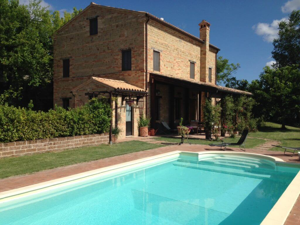 house with pool in Le Marche