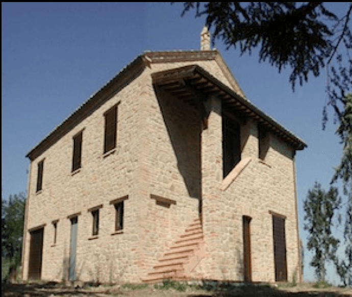 farmhouse to be restored in Le Marche