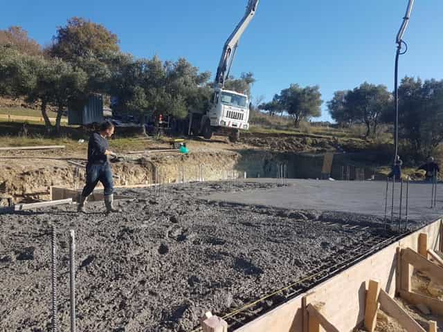 More concrete and more smoothing at new house construction in Le Marche
