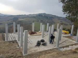 Reinforced columns complete on a new build in Le Marche